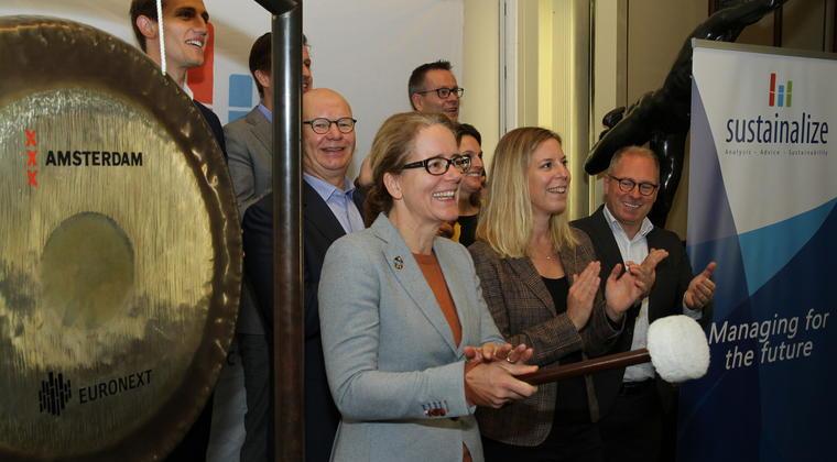 Kersverse MVO-manager 2018 Geanne van Arkel opent AEX-beursdag