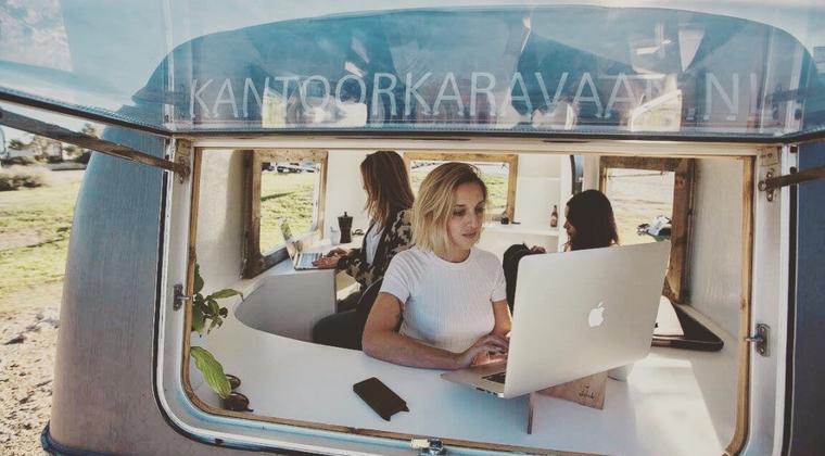 Nieuwste trend: werken in caravan midden in natuur