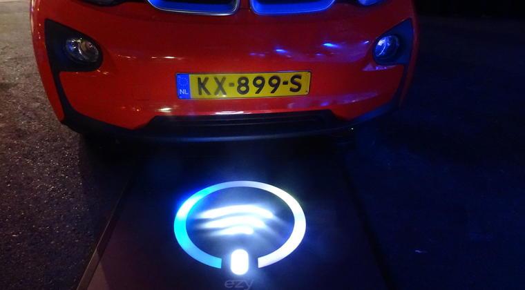 Oslo gaat elektrische taxi's via inductieplaat opladen