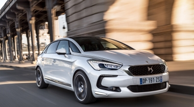 Hybride diesel DS5 voert Top 10 grote zuinige auto's aan