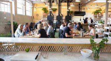Vlierbessensap in bedrijfsrestaurant tegen griep