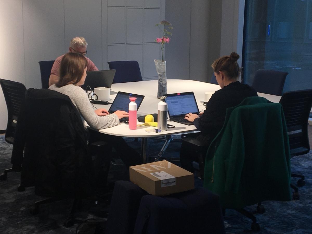 Kantoorinrichting Van Twitter : Kantoor de moor kantoorinrichting